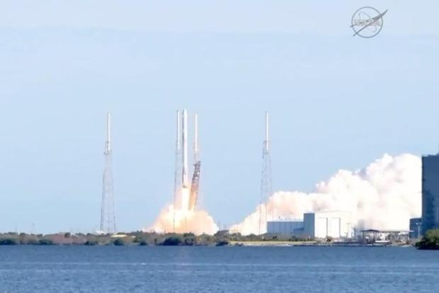 SpaceX успешно запустила в космос ракетоноситель Falcon 9
