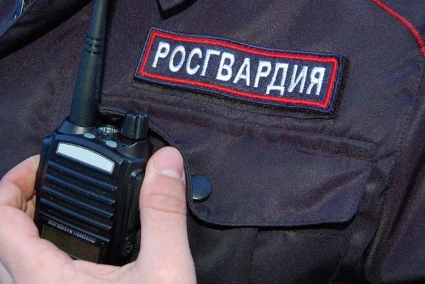 В Подмосковье подозреваемый в сбыте оружия 4 часа ведет перестрелку с Росгвардией