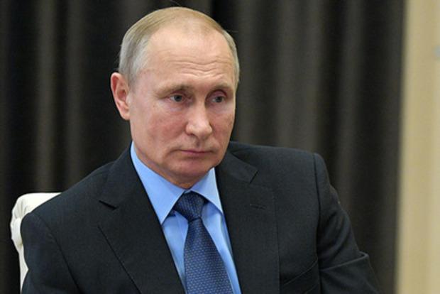 Зазвенел на весь Сингапур. Путина заставили пройти через рамку металлоискателя