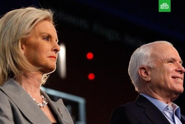 Пост Маккейна в сенате США может занять его вдова