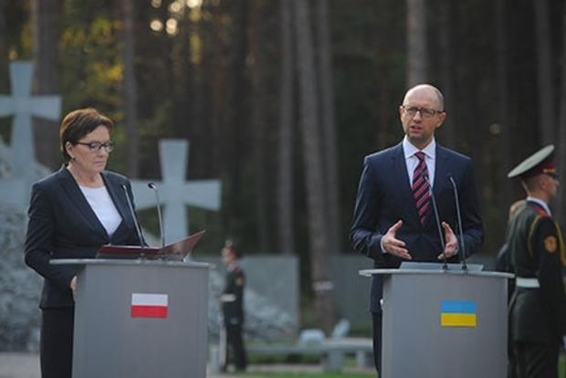 Яценюк и Копач почтили память жертв тоталитаризма