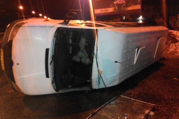 В Полтаве пьяный лихач перевернул пассажирскую маршрутку