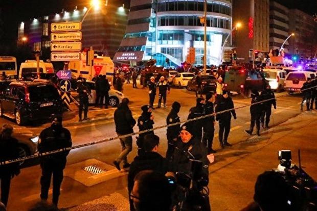 Убивший посла РФ в Анкаре был одет в костюм охранника на выставке, где выступал посол