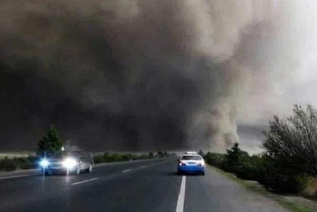 В Китае гигантский торнадо наделал беды сразу в нескольких городах