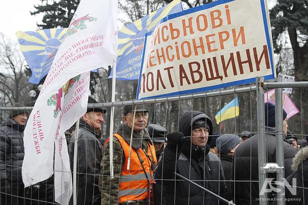 Опубликован полный текст постановления Кабмина о перерасчете пенсий военным пенсионерам и работникам МВД