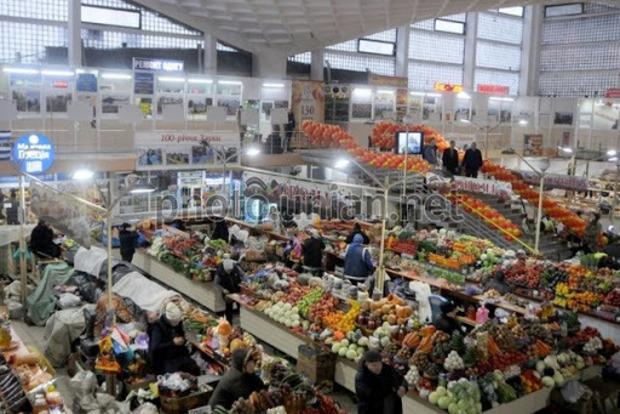 Кабмин в среду примет решение открывать ли продуктовые рынки