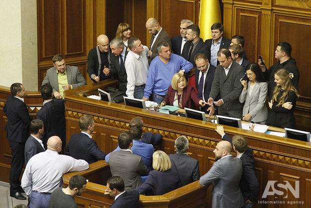 Эксперт рассказал о самом большом позоре парламента в уходящем году