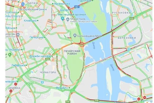 Сидите дома: из-за пробок на всех мостах в Киеве невозможно попасть на правый берег
