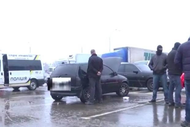 В Мукачево рэкетир вымогал деньги у чиновника и угрожал убить его семью