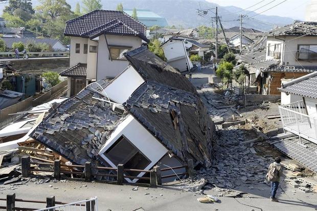 Продолжает расти число жертв землетрясений в Японии