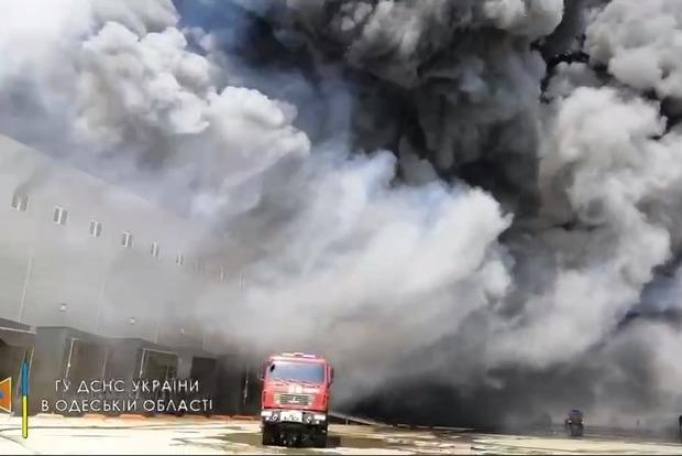 Крупный пожар под Одессой: ГСЧС направило на борьбу с огнем 70 спасателей