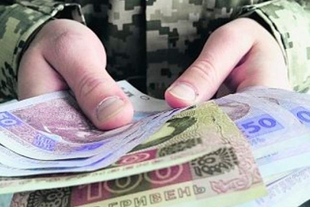 Какими будут зарплаты украинских военных в 2017 году