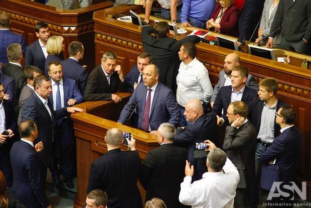 Парубий подписал продление закона об особом статусе ОРДЛО