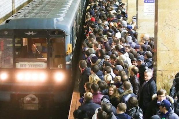 Утром из-за поломки состава остановилась синяя ветка киевского метро
