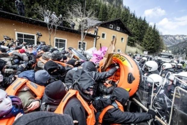 На австро-итальянской границе произошли столкновения полиции и митингующих
