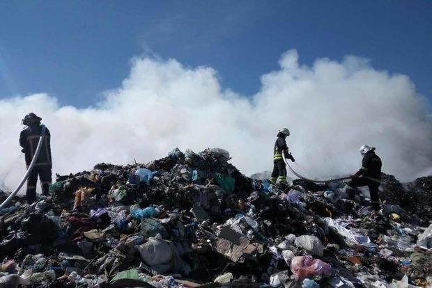 Под Киевом горит мусорная свалка