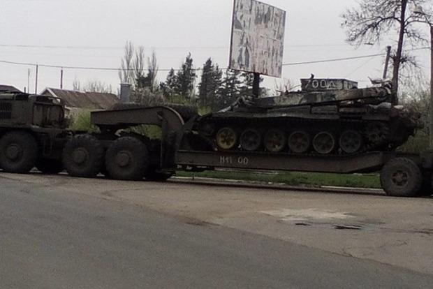 В Харцызске боевики «уронили» с моста танк