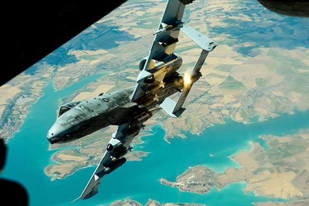 Иранский дрон совершил опасный маневр около истребителя США