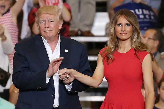 Мелания Трамп ударила мужа на красной дорожке