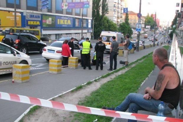 В Киеве колесо оторвалось от автомобиля и убило прохожего