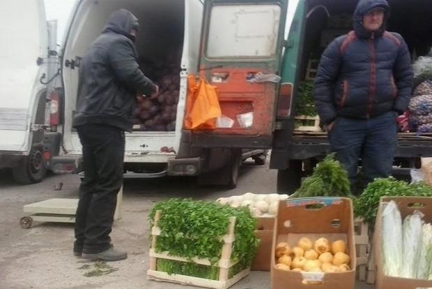 Херсонские аграрии продают редис по 2 гривны и капусту - по 5 грн