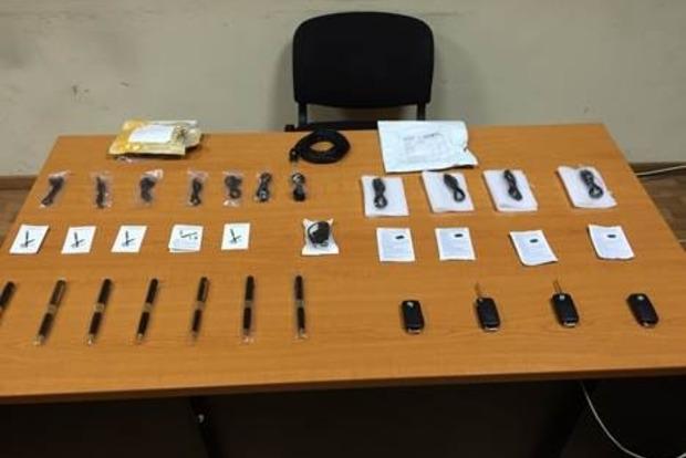 Перекрыт канал нелегального ввоза в Украину миниатюрных видеокамер