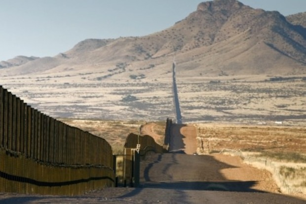 Мексика отказалась платить за стену на границе с США