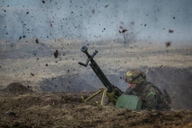С начала суток боевики 24 раза обстреляли позиции ВСУ, ранены двое бойцов