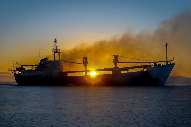 Украина зафиксировала очередное иностранное судно, незаконно зашедшее в порт Крыма