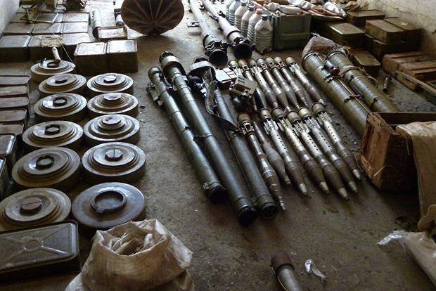 На Донбассе СБУ обнаружила четыре схрона с оружием