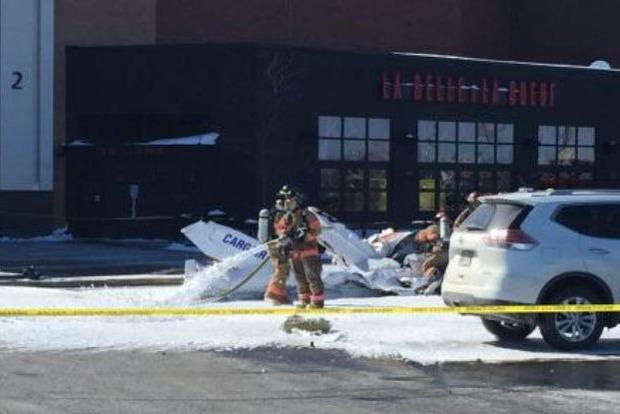 В Канаде над торговым центром столкнулись два самолета