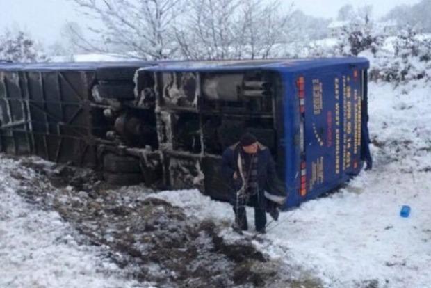 НаЛьвовщине перевернулся автобус с30 пассажирами