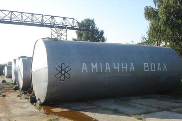 В Черкасской области на трассе Золотоноша-Умань перевернулась цистерна с аммиачной водой