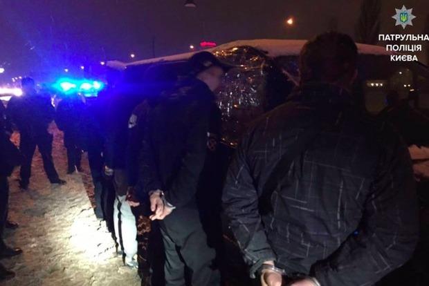 В Киеве полиция во время погони задержала опасных грабителей