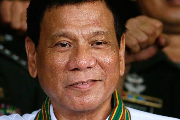 Филиппинский президент опровергает информацию, что он выбрасывал людей из вертолета