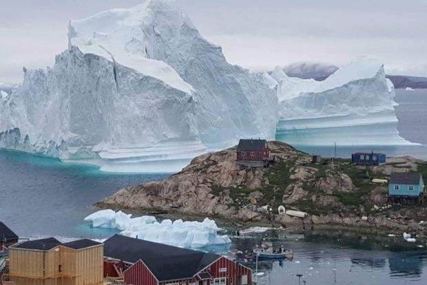 Гигантский ледовик уничтожит село в Гренландии