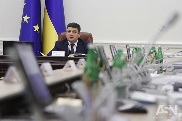 Кабмин утвердил новые зарплаты в государственных СМИ