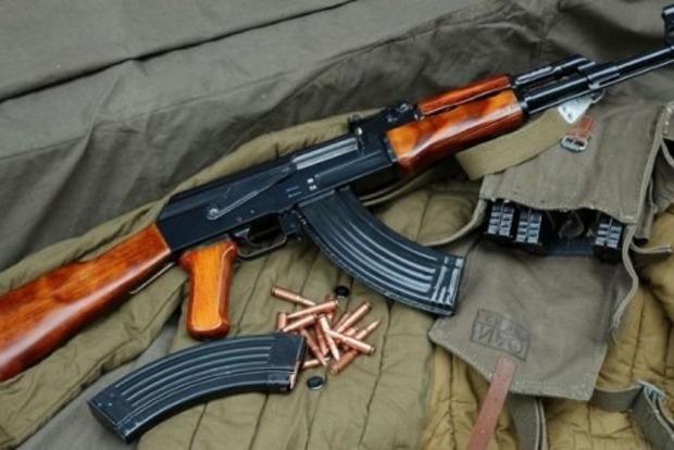 Возле магазина в Чаплынке солдат устроил стрельбу из автомата