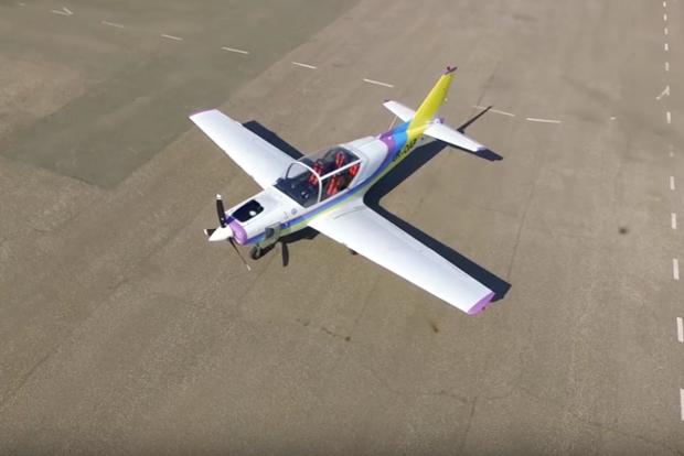 «Укроборонпром» показал новый самолет, который способен приземлиться на парашюте