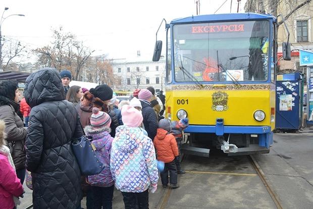 К новогодним праздникам в Киеве запускают «сказочный трамвайчик»