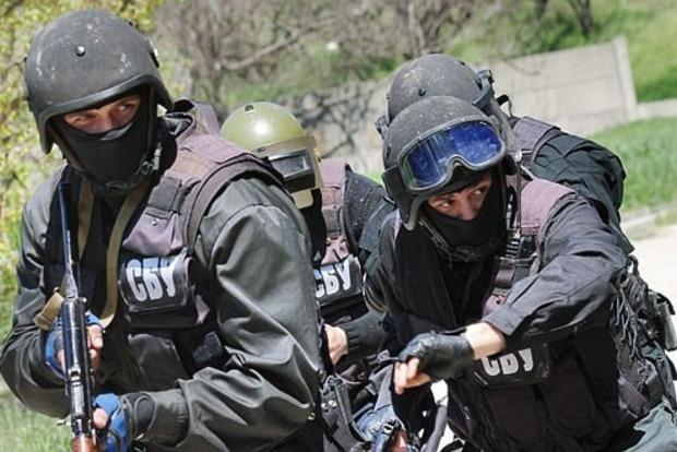 ВОдессе задержали банду, участники которой грабили иностранцев ввиде СБУ