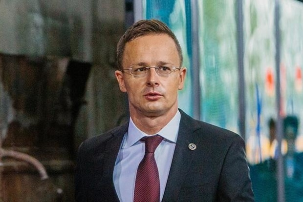 Венгрия выступила против автоматического продления антироссийских санкций