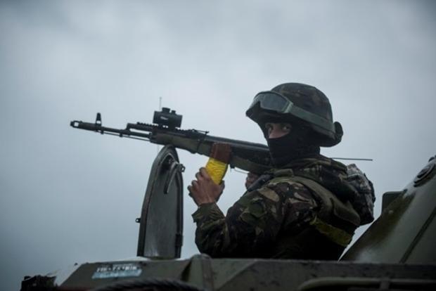 На Донбассе погиб украинский военный, еще одного ранили