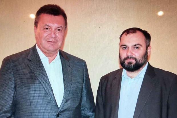 Как живется беглому Януковичу. Экс-адвокат показал свежее фото