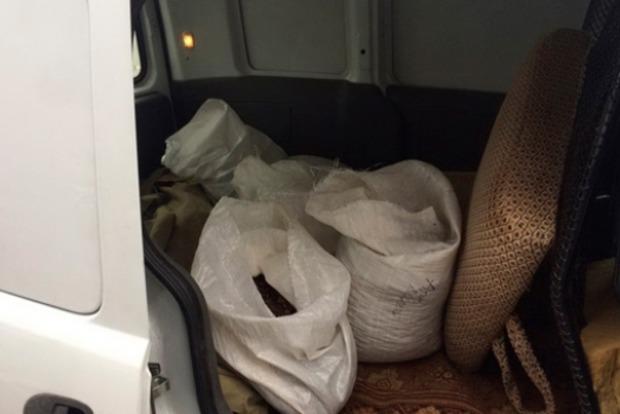 На Львівщині у поляка знайшли 3,5 кілограма бурштину