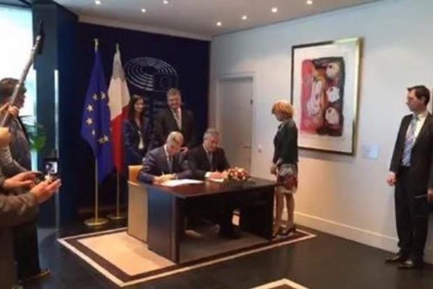 В Страсбурге официально подписано введение безвиза для украинцев