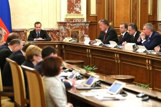 Уряд Росії 7 травня піде у відставку