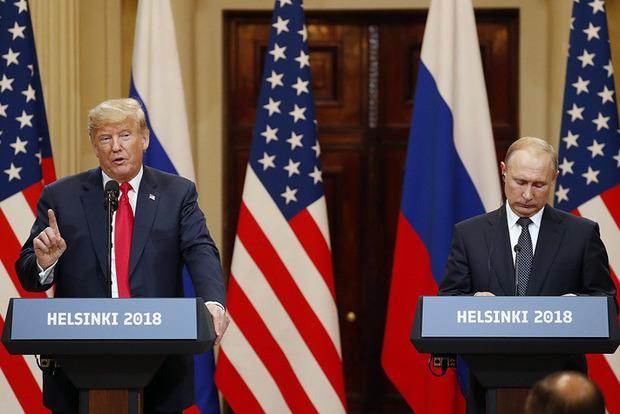 Шмакодявка одела каблуки: в Сети снова смеются над мелким ростом Путина