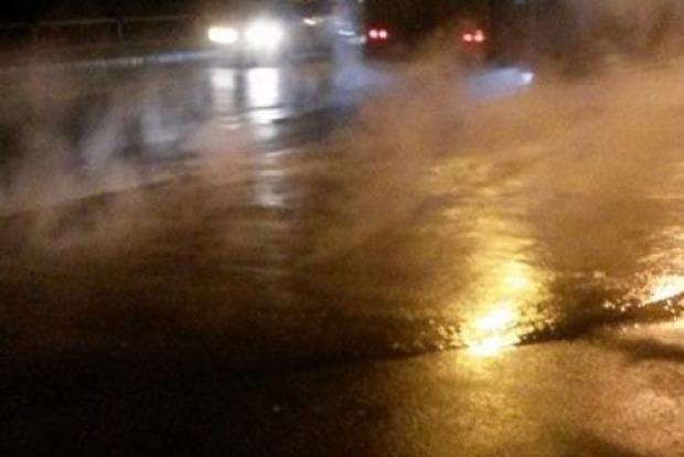 В Киеве кипятком затопило остановку