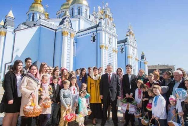 Порошенко поздравил всех украинцев с Пасхой